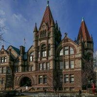 Старейшее здание - Victoria College, 1836 г. (входит в состав Университета Торонто) :: Юрий Поляков