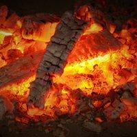 горячие угли :: александр ратов