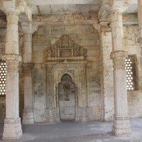 внутри старой мечети. г Джунагар Индия. :: maikl falkon