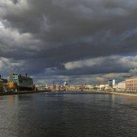 «Кажется, дождь собирается...» :: Valeriy Piterskiy