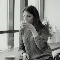 Девушка в кафе :: Мария Шевчик