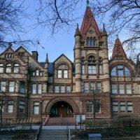 Еще один ракурс здания Victoria College (Университет Торонто) :: Юрий Поляков