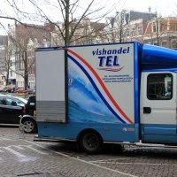 Ну...Что нам сегодня привезли на обед? /Цапля заглядывает в грузовик, перевозящий рыбу :: Olga