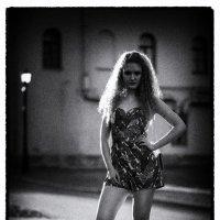 Девушка в ночи :: Евгений Никифоров