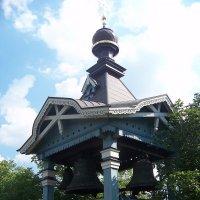 В ботаническом саду маленькая колокольня.Киев. :: Любовь К.