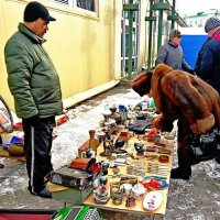 Уличный торговец :: Vladimir Semenchukov