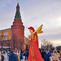 Подмела на Манежной - пора на Театральную :: Николай Ярёменко