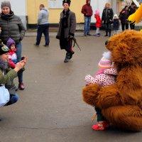 Мамка, дочка и медведь. :: Юрий Гайворонский