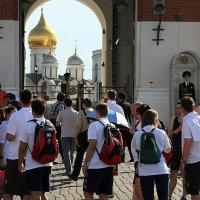 туристы и Кремль :: Олег Лукьянов