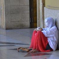 Одиночество лезет в каждую щель :: Николай Танаев
