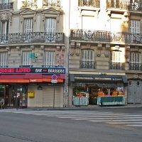 Парижане  ещё спят. :: Виталий Селиванов