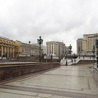 выходной после праздников или городская река :: Олег Лукьянов