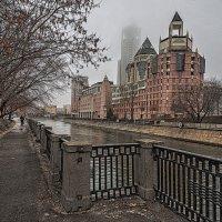 Москва,туман,Космодамианскя набережная, офисы и Свиссотель Красные Холмы. :: Alexsei Melnikov