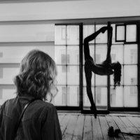 Размышления у окна... :: Николай Ярёменко