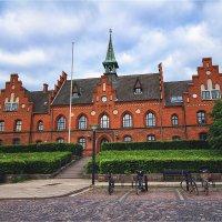 Старая городская ратуша в датском городке Хиллерёд :: Ирина Лепнёва