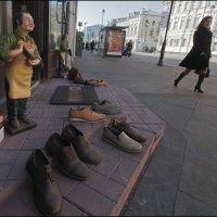 Продавец обуви :: Василий Чекорин
