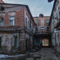 Старый дворик :: Андрей Лобанов