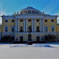 Во дворе Большого Павловского дворца... :: Sergey Gordoff