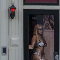 Красный фонарь и витрина :: Александр Метт