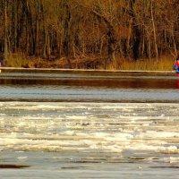 ещё лёд не сошел, а гребцы уже на воде :: Александр Прокудин