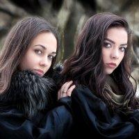 Девушки в лесу... :: Андрей Войцехов