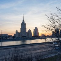 В город пришла весна :: Олег Пученков