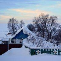 Зима не хочет уходить... С Весною спор ведёт суровый... :: Евгений Юрков