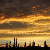 Солнце скрылось за горой :: Сергей Чиняев