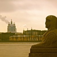 вид на Смольный собор со Свердловской набережной :: Елена