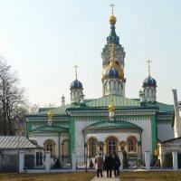Дорога  к храму.... :: Galina Leskova