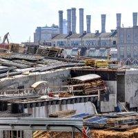 Большая стройка на месте гостиницы РОССИЯ в Зарядье :: Анатолий Колосов
