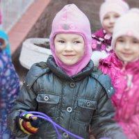 Деточки на прогулочке :: Ева Олерских