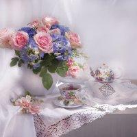 С букетом роз на чашку чая... :: Валентина Колова