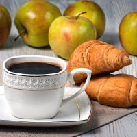 кофе и круасаны :: Алексей Кошелев