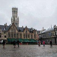 Площадь Бург  с Дозорной башней на заднем плане (Брюгге, Бельгия) :: Valentina M.