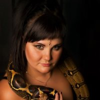 Девушка со змеей :: Irina Zvereva