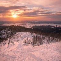 Возвышаясь над долиной :: Артём Удодов
