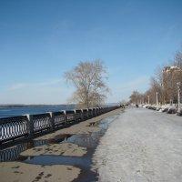 На набережной в марте :: марина ковшова