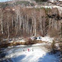 Прыжки через верёвочку на замёрзшей реке :: Владимир Звягин