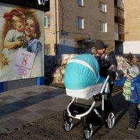 Мамы и дочки разных эпох :: Валерий Чепкасов