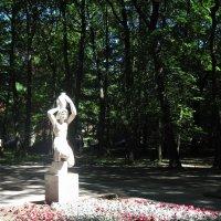 """Скульптура Германа   Брахерта   """"Wasserträgerin""""   -   «Несущая воду». г. Светлогорск :: Марина"""