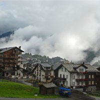 Деревушка Саас Фи под облачной лавиной... :: Надя Кушнир