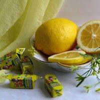 Натюрморт с лимонным цветом :: Татьяна Смоляниченко