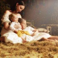 Мама с детьми :: Анна Гостева