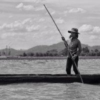 Женщина с веслом :: Олег