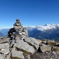 Каменная пирамида на горе Низен, Швейцария :: Nata_li В.