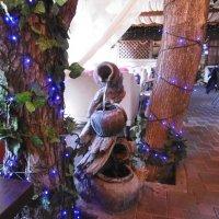 Каскадный водопад в кафе :: татьяна