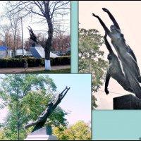 Азов. Памятник покорителям космоса :: Нина Бутко