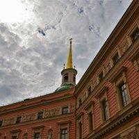 Крест,шпиль и купол церкви Михаила Архангела... :: Sergey Gordoff