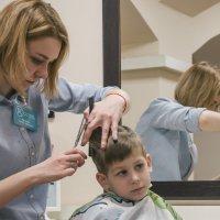 Стрижка в парикмахерской :: Николай Н